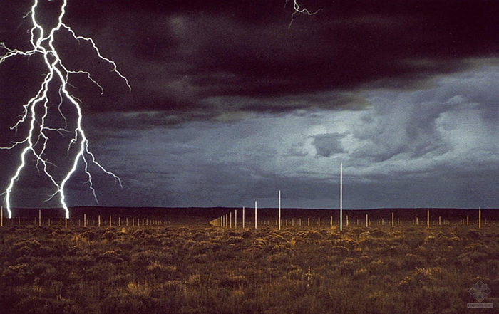 pintar el cielo-walter de maria-lightning field_1977